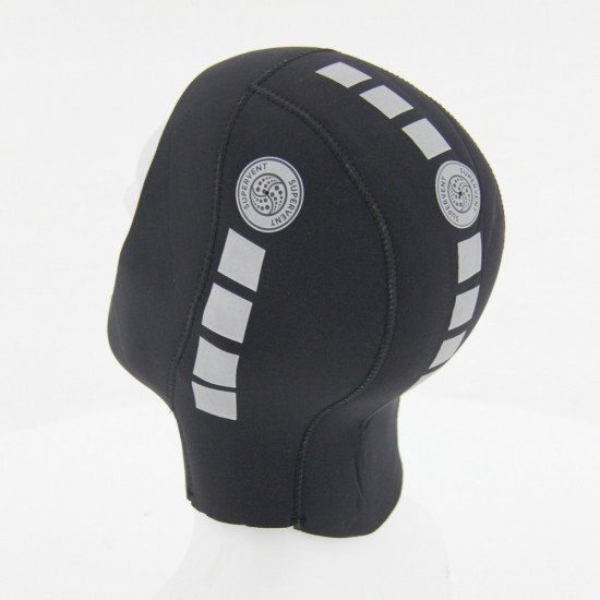 The hood allows you to remove trapped air increases comfort during the dive