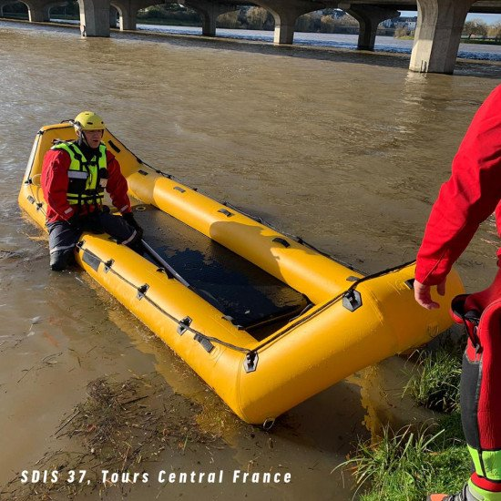 Rescue platform: The RR5 is an excellent choice for rescue teams when performing rescues in flooded