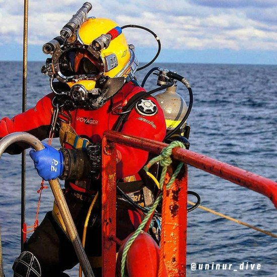 @uninur_dive-using-the-voyager-drysuit-by-northern-diver-in-a-commercial-role